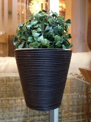 kvetináč keramický+umelý ratan