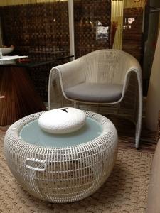 Konferenční stolek bíly Croissant