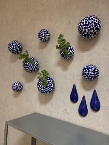 Porcelánová vázička na stenu S biela